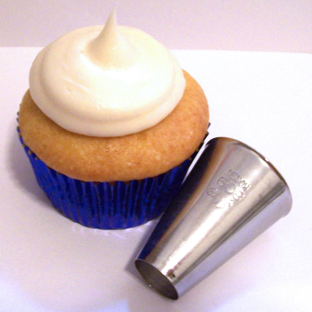 Super large round pastry tip for cupcake by luluscupcakeboutique