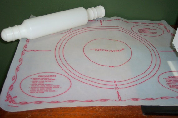 Tupperware Pastry Mat And Tupperware Rolling Pin