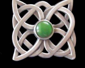BR-03G Celtic Knot Brooch with Green Cachabon