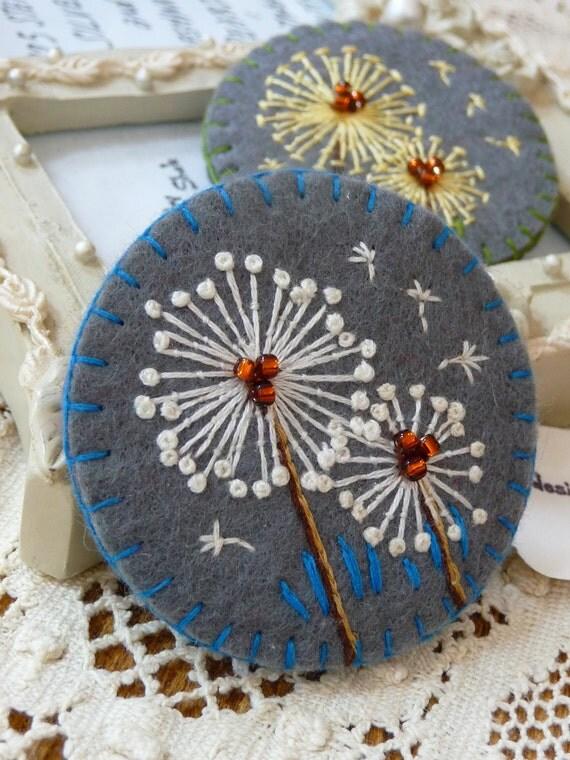 ES534/039 Dandelion inspired handmade felt brooch Grey