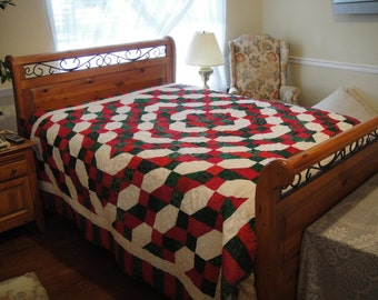Beautiful Holiday Bed Quilt - Traditional Christmas Red, Green and White