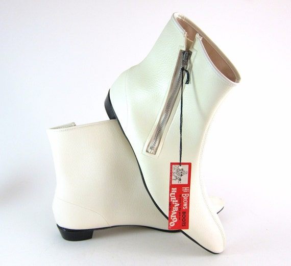 NOS Vintage 1960s Mod GOGO High Brows Hullabaloo Faux Leather Ankle Boots in White Vinyl - size 9