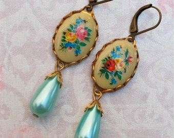 Annie ...Vintage Cameo and Pearl Earrings