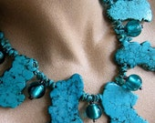 BOLD BUT BLING-FREE TEAL AND TURQUOISE BLUE STATEMENT NECKLACE