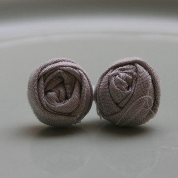 COURTNEY - petite fabric rosette earrings - Gray