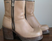 Vintage 1970s Frye Villager Wood Platform Zipper Boots in Tan Leather. Size 10M