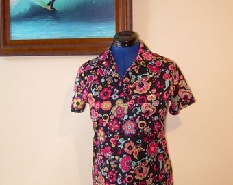 "Womens vintage 70s Blouse  has 36"" bust"