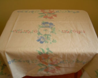 VINTAGE 50s Cotton Tablecloth  53x64 inches Roses Pattern Picnic style
