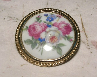 Vintage Porcelain Limoges Decal Brooch Stamped Limoges France in Gold