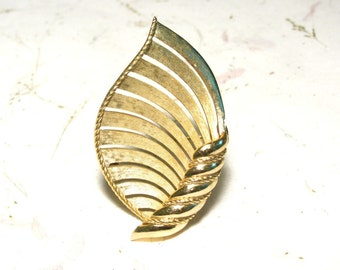Goldtone Flame Brooch Stamped Crown Trifari