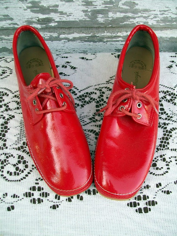 Vintage Red Shiny Lace-Up Shoes Size 10-10.5