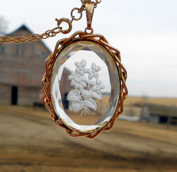 Vintage Glass Cameo Pendant Necklace Bouquet of Flowers Reverse carved