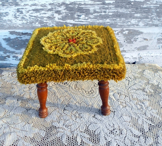 Rug Hooked Flower Topped stool Small and Sweet