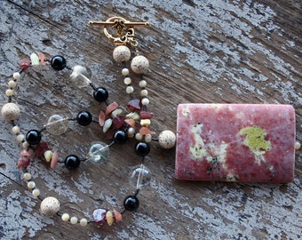 URBAN COWGIRL Necklace (Spicy Jasper, Red Hair Quartz, Onyx, Mother of Pearl, Garnet, Rhodocrosite, Wax Opal, Buri Seed)