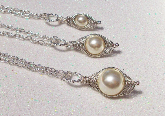Set of 3 Mom Big Sis Little Sis Individual Peapod Pendants Cream Swarovski Pearls
