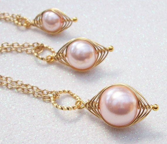 Mom Big Sister Little Sister Individual Pea Pod Pendants - Pink Pearls in Gold