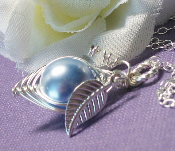 Sweet Pea In A Pod Necklace Sterling Silver Swarovski Pearls Choose Your Color Pearl. For Family Sisters Bridesmaids Or Someone You Love