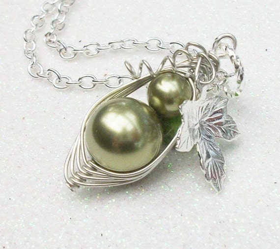 All New  Handcrafted Mother And Child Green Peapod  Swarovski Pearls Silver Necklace