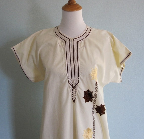 LAST CHANCE CLEARANCE Vintage 60s Dress - Embroidered Moroccan Pale Yellow Hippie Caftan S M