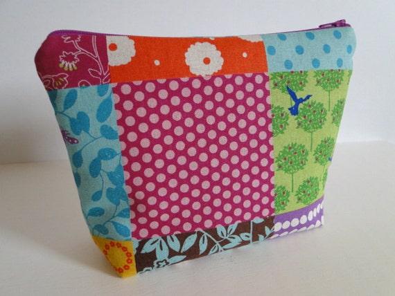 Free shipping - Echino Patchwork - Zipper pouch flat bottem - padded