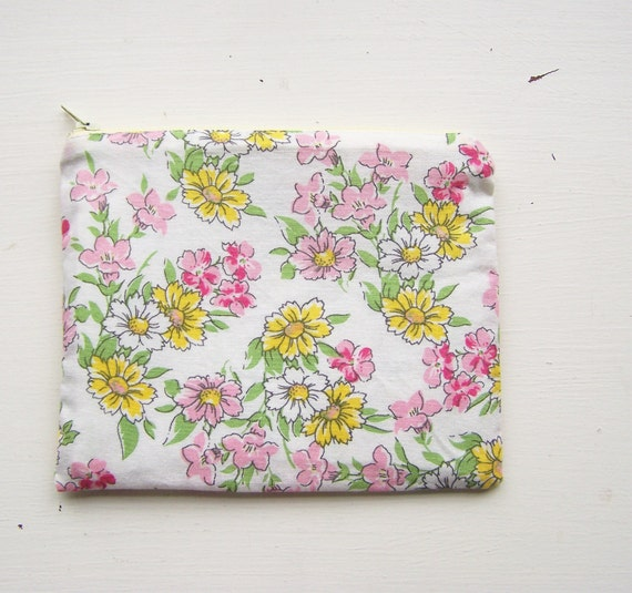 Zip pouch spring summer floral pink yellow white daisies