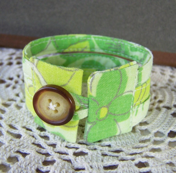 Triple strand fabric cuff in fresh green sprout