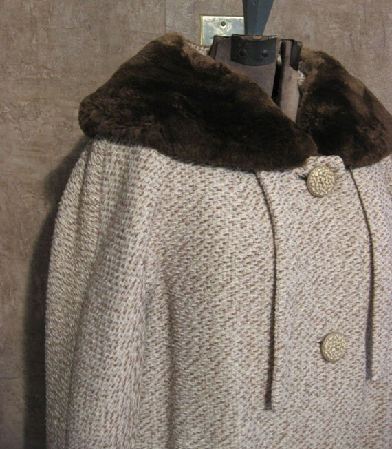 Elegant Winter Jacket with Soft Faux Fur Collar and 3/4 Length Sleeves