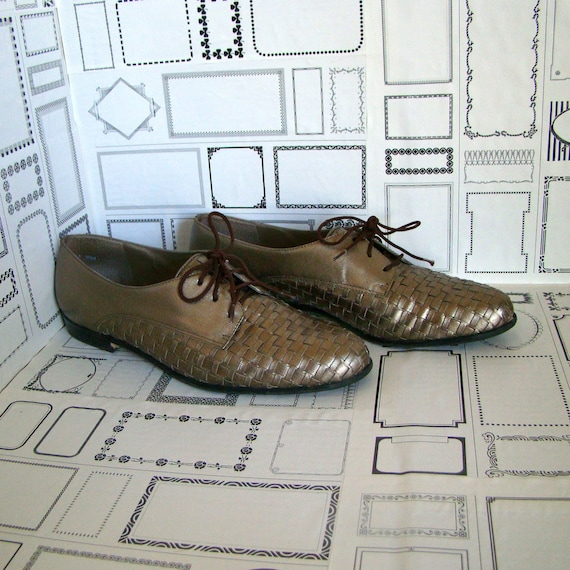 Vintage copper gold shinny offords,  lace up flats with baskeweave patttern - Size 8.5