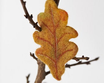 Needle felted brooch ''oak leaf''