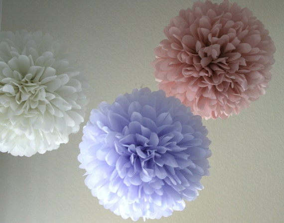 Ivory Mist - 3 poms READY TO SHIP