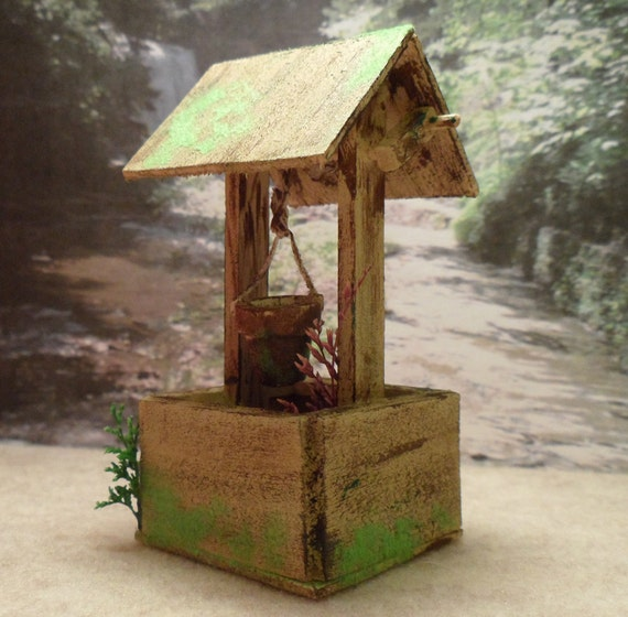 Well Decor: Miniature Farmhouse Wishing Well Rustic Yard Decor By