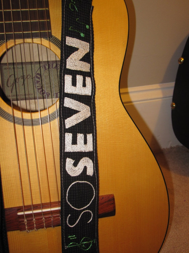 green day logo guitar strap custom for yannicke by meoneil on etsy. Black Bedroom Furniture Sets. Home Design Ideas