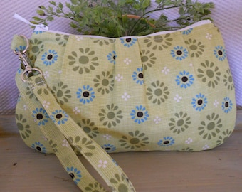 NOW on SALE...Pleated Wristlet Zipper Pouch / Carry-All ... with Interior Pocket ... in Daisy, Daisy...