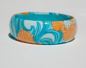 "Lilly Print (""Classic white do the wave"") turquoise Bangle"
