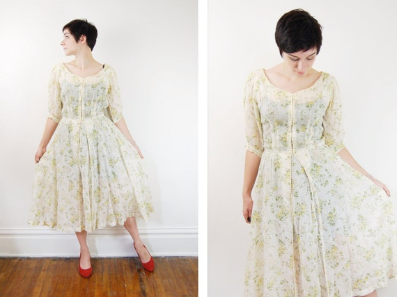 1950s vintage day dress with flower print in cream and green with full skirt
