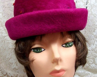 Vintage Felt fleece Hat in Magenta Burgundy with Jewelled effect - Cloche with brim