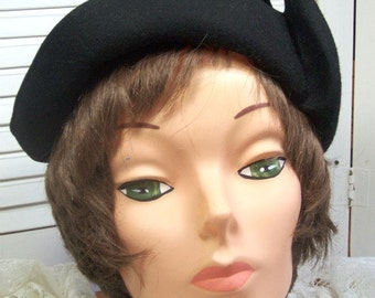 HAT Black Felt Vintage - 1940's - Classic Dressy - The perfect little Black Hat
