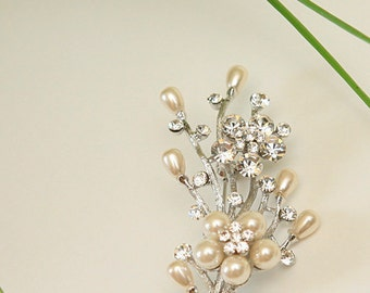 Flower branch brooch with clear crystal and pearls accent
