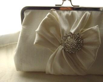 Ivory Bridal Clutch / Ivory Wedding Clutch / Bridesmaids Clutch /  Chloe