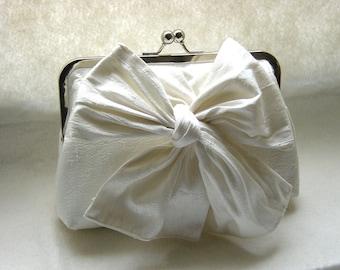 Ivory Wedding Clutch / Bridal Clutch / Wedding Clutch / Bridesmaids Clutch / Bridesmaid Purse / Wedding Gift / Custom Clutch / Marisa Clutch