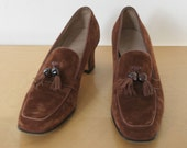 FERRAGAMO // brown suede 1960s or 70s shoes size 6