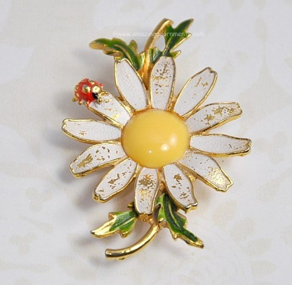 Vintage Signed WEISS Enamel Daisy Pin with Lady Bug