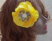 Yellow and grey flower clip