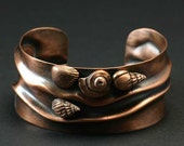 Copper cuff bracelet with pure copper seashells, beach jewelry with nautical motif