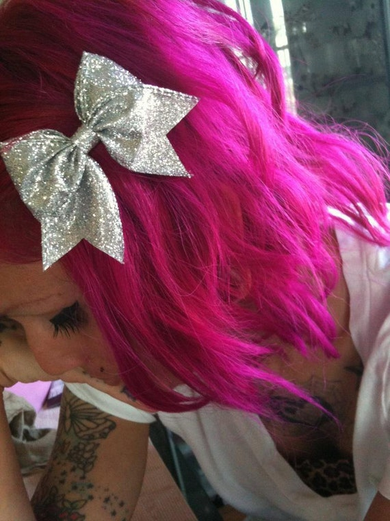 Silver glitter tail bow