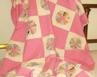 Antique  quilt 30s tiny pink dresden plates