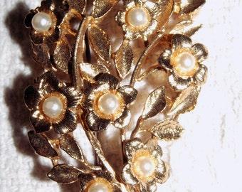 Vintage Pearl Flower Brooch