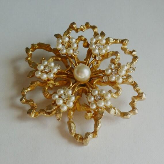 Vintage Pearl and Rhinestone Flower Brooch