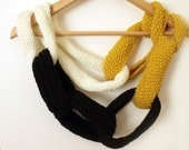Knit scarf lariat infinity chain link chunky cowl white yellow black