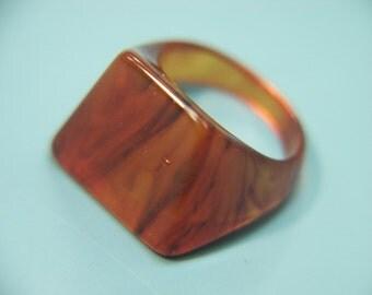 Very rare collectible vintage 1940s unused tested swirled roothbeer brown bakelite plastic ring